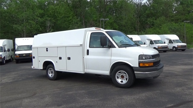 New 2016 Chevrolet Express Cutaway T160428 Denooyer